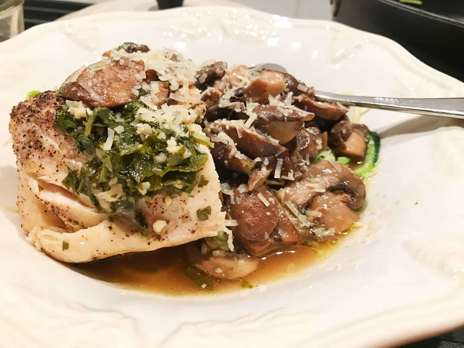 Chicken with Mushrooms and Parsley Sauce